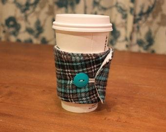 Flannel Coffee Cozy, Plaid Coffee Cozie,  Teal, Black and White , Iced Coffee, Travel Coffee Sleeve, Cotton, Gift, To go, zarf, tea