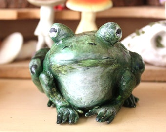 Realistic woodland animals - toad