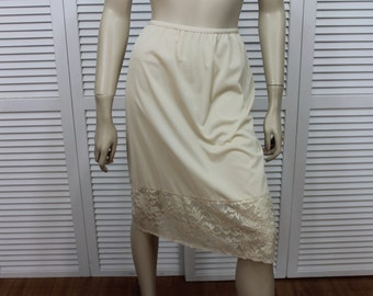 Vintage Half Slip Beige Ivory Vanity Fair Size Small/Medium