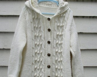 ON SALE Vintage handknit cable knit sweater / Creamy beige button up jumper / Oatmeal popcorn knit hooded sweater / girl size 6