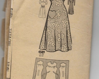 """1940's Mail Order One-Piece Dress Pattern with Heart Detail - Bust 36"""" - No. 4589"""