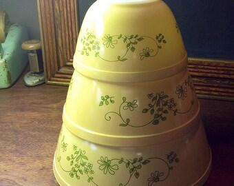 Set-of-3 Pyrex 'Shenendoah' Mixing Bowls / Vintage Pyrex / Mid Century Pyrex