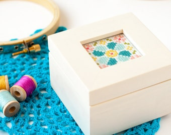 Modern cross stitch kit, Wood box with hand stitching, Beginner cross stitch pattern, Mother's Day gift, Bridesmaid gift, Jewelery box