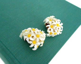 Vintage Daisy Earrings, Clip On, Plastic Flowers, Boho, White and Yellow
