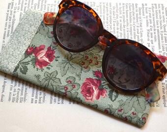 Eyeglasses Case made with Cotton Fabric - Sunglasses Case - Vintage Flowers - Unique - Handmade