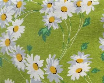 """DESTASH Fabric Peas and Carrots for American Jane by Sandy Klop 21059 Measures 20 by 21-1/2"""" Daisies with Green Background Floral Print"""