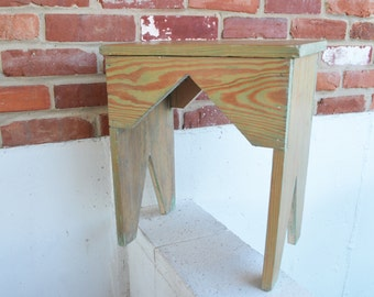 Vintage/Cottage/Farmhouse/Country Home Traditional Hand-Constructed Five-Board Work Bench