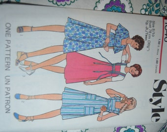 Vintage 70s Style 1846 Junior Teens Dress or Pinafore Sewing Pattern  - UNCUT Size 11/12