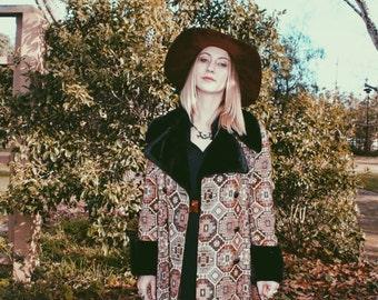 STRANGERS 1970s Fur Tapestry Coat