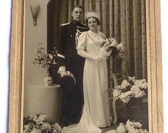 Antique Wedding Picture . Antique Wedding Studio Photo . Vintage Bride and Groom Real Picture .