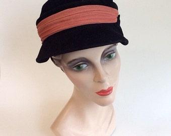 30s Black Velour Cloche Hat / 1940s Vintage Peach Ribbon Derby Hat