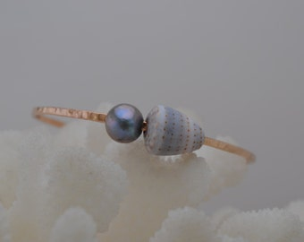 12 gauge, Gold-Filled, Bangle, Cone Seashell, Dark Gray pearl, Adult Size, 8""