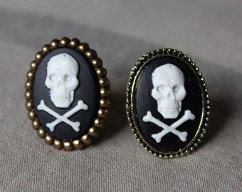 "Small rings ""Skulls"" cameos"