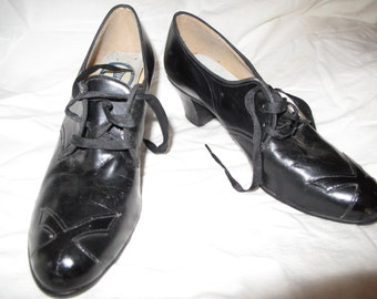 Vintage shoes lace up oxford style