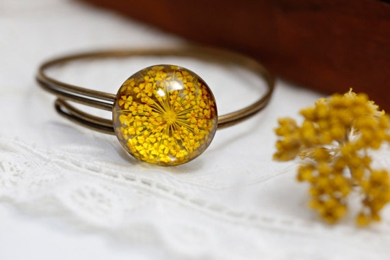 Anne's queen lace Resin bracelet  : Real yellow Pressed Flower resin adjustable silver plated