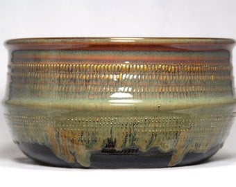 serving bowl or casserole bowl hand-thrown pottery