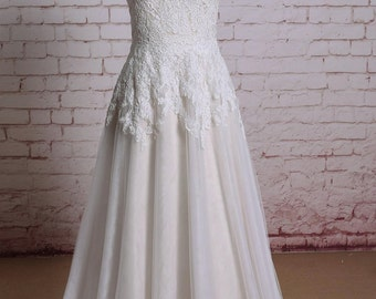 Wedding dress of Sweetheart Neckline Ivory Color Lace with Champange underlay Bridal Gown A-line Wedding Dress with Sweep Train