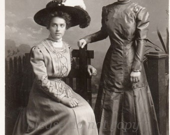 Real Photo Postcard ~  Fashionable Women ~ RPPC ~ vintage photo