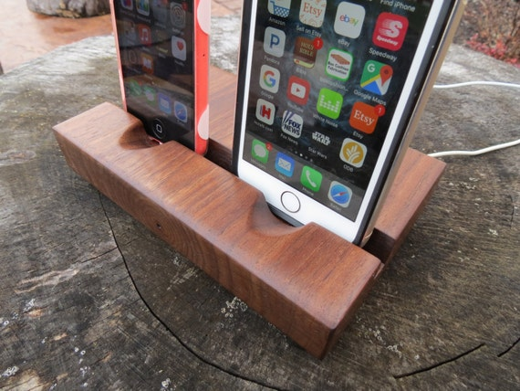 Dual iPhone Docking Station for 6 / 6S / 7 - Locks Charging Cable