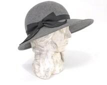 Vintage Gray Hat • Vintage 70s Felted Wool Hat • Wide Brim Hat • Gray Floppy Hat with Black Bow • Gray Wool Hat • 1970s Wide Brim Hat