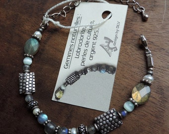 Labradorite, pearls of freshwater and silver bracelet.