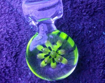 UV reactive glass pendant