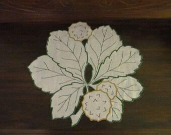 Vintage Embroidered Leaf Shaped DRESSER SCARF/Doily / Vintage Linens / Vintage Home Decor