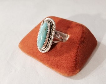 Vintage Southwestern Style Sterling Silver and Turquoise Ring - Size 8