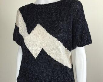 graphic black & white lightning bolt soft nubby sweater top 80s