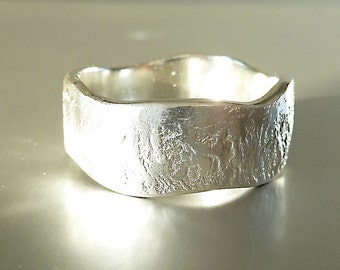 Ring in silver with waves, sterling silver, silver ring, band ring, friendshipring, partner ring - handforged by SILVER LOUNGE