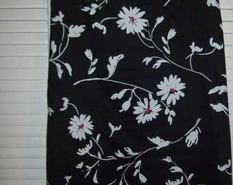 Skirt 10 , Golf Vintage Talbot's Skirt, - Daisys Tell All on Black.  Size 10 - 12