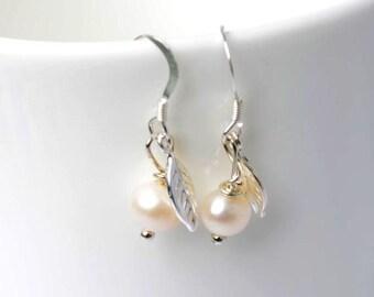 Bridesmaid earrings - Pearl drop earrings - Bridesmaids gift - Leaf earrings - wedding jewelry