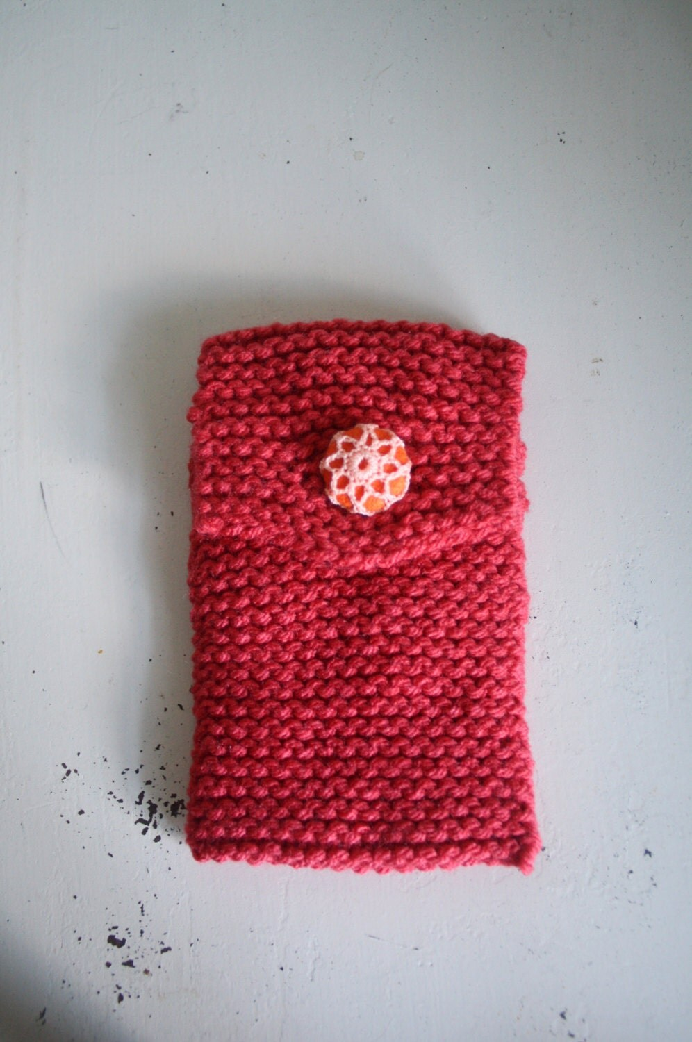 Knitted phone case is an accessory that does not go out of fashion 1
