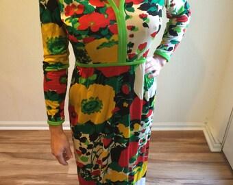 Sale - Vintage KERAM NEW YORK 1960's or 1970's Floral Print Knit Polyester Dress !