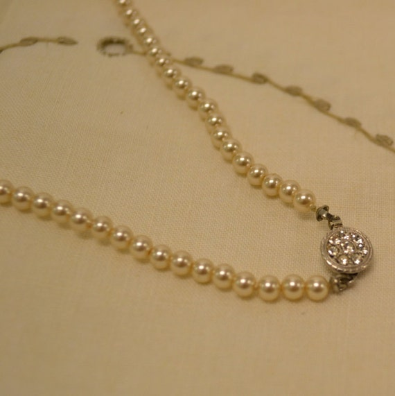 Single Strand Glass Pearl Necklace Unused Vintage Jewelry