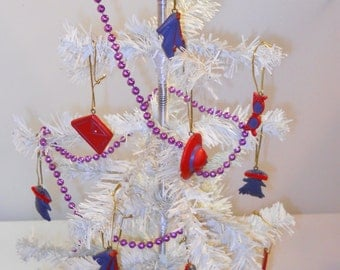RED HAT SOCIETY - Tree with Ornaments