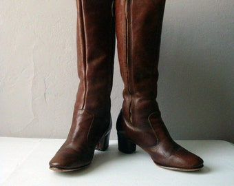 Vintage 70's Distressed & Broken In Caramel Brown Tall Leather Boots w/Medium Chunky Heel | Women's Size 8.5 | Vintage Rock 'n' Roll Boot!