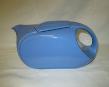 Fantastic Pottery Westinghouse Hall China USA Periwinkle blue tea pot Sleek design excellent condition