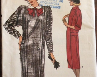 Vogue 9367 - 1980s Very Loose Fitting Straight Dress with Round Collar and Shoulder Pads - Size 12 14 16