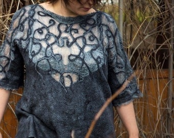 "Felted tunic ""Nielloed silver"""