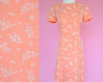 Peach, Orange, 60s Vintage, Shift Dress // Retro 1960s, White Floral Pattern, Women Size Small, Medium
