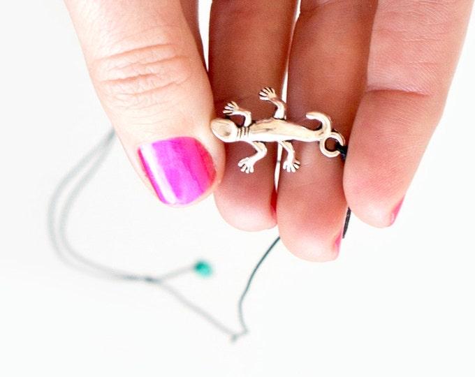 Gifts Under 10. Lizard Necklace. Climbing Lizard Pendant. Lizard Jewelry. Gift Under 10 Dollar. Gifts for Climbers. Rock Climbing Jewelry
