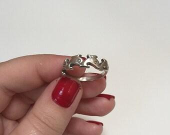 Vintage 925 Sterling Silver Carved Filigree Dolphin Design Band Ring