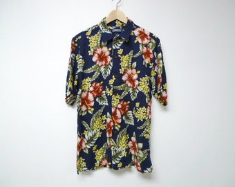 On a TROPICAL ISLAND . floral print short sleeved shirt . small / 14 - 14 1/2 . made in the Philippines