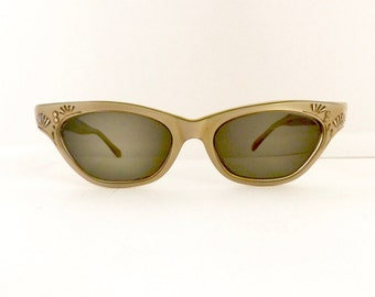 Vintage 1950s Cats Cateye Sunglasses Women's Champagne with Design Detail Frames  Made in France #M281 DIVINE