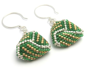 Green earrings - beaded triangle earrings - peyote stitch earrings - seed bead earrings - triangle earrings - geometric earrings - beadwoven
