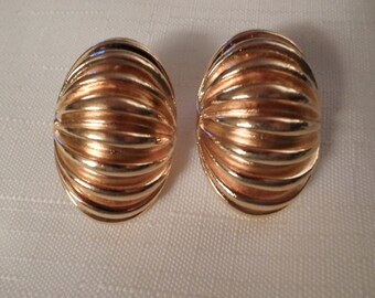 GOLD HOOP EARRINGS / Pierced / Designer-Inspired / Retro / Chic / Traditional / Mid-Century Modern / Modernist / Art Moderne / Accessories