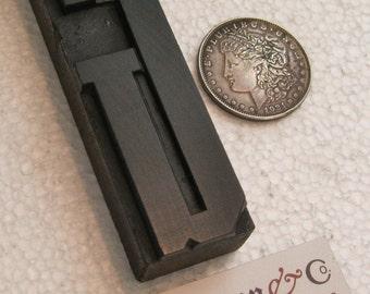"""4 13/16"""" antique wood type upper case G. Nice old letter."""