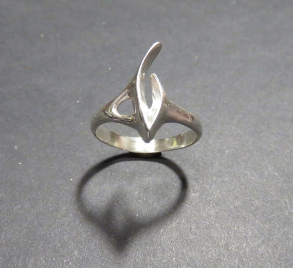 Silver Claw Ring - Sterling Silver Hand-Carved Abstract Ring - Trekkie Gift