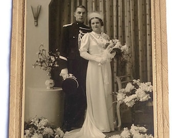Antique Wedding Picture . Studio Photo . Vintage Bride and Groom Real Picture . Cabinet Photo  . Vintage Photograph . Antique Photo .